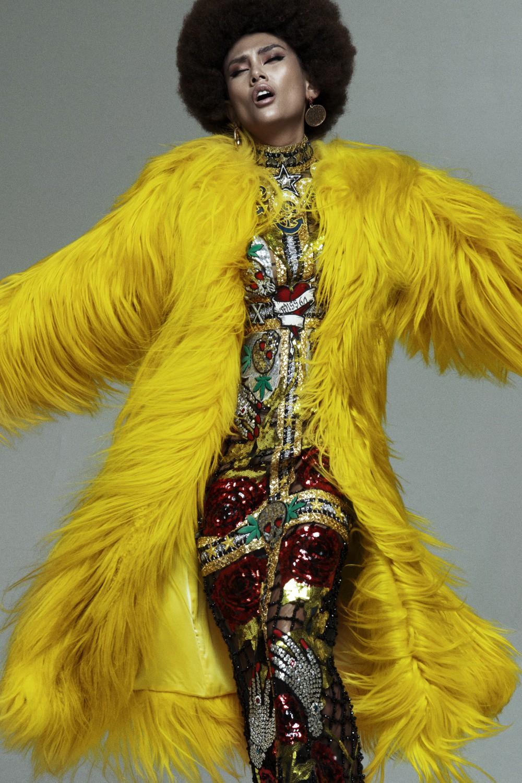 Võ Hoàng Yến gây ấn tượng mạnh với mái tóc xoăn tít và da nâu phong cách - Ảnh 6.