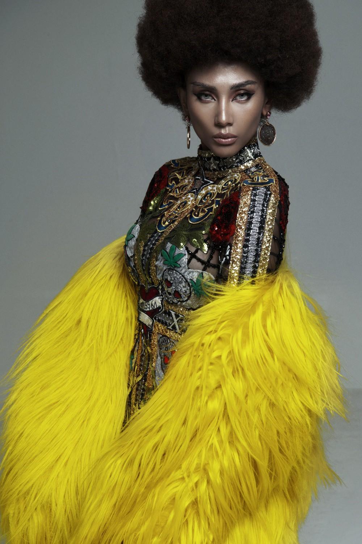 Võ Hoàng Yến gây ấn tượng mạnh với mái tóc xoăn tít và da nâu phong cách - Ảnh 7.