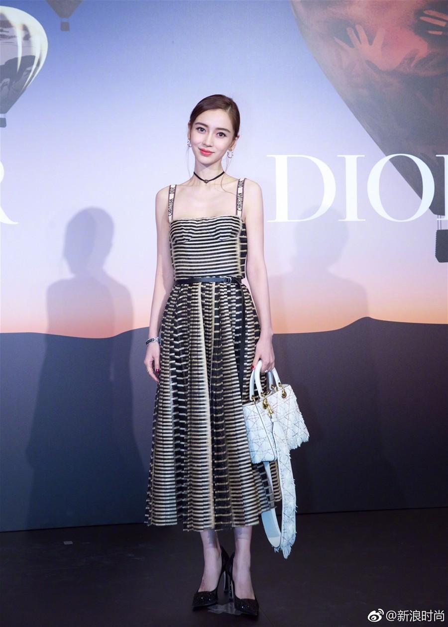 Mong manh, ngọt ngào như Angela Baby cũng phải nhường bước trước Phạm Hương khi diện chung một mẫu váy - Ảnh 5.