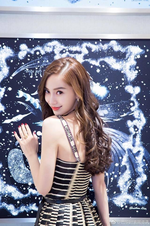 Mong manh, ngọt ngào như Angela Baby cũng phải nhường bước trước Phạm Hương khi diện chung một mẫu váy - Ảnh 4.