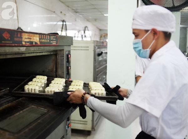 Trước Tết Trung thu 2 tháng, bánh cổ truyền Bảo Phương đã nhận cọc của khách hàng nghìn chiếc - Ảnh 5.