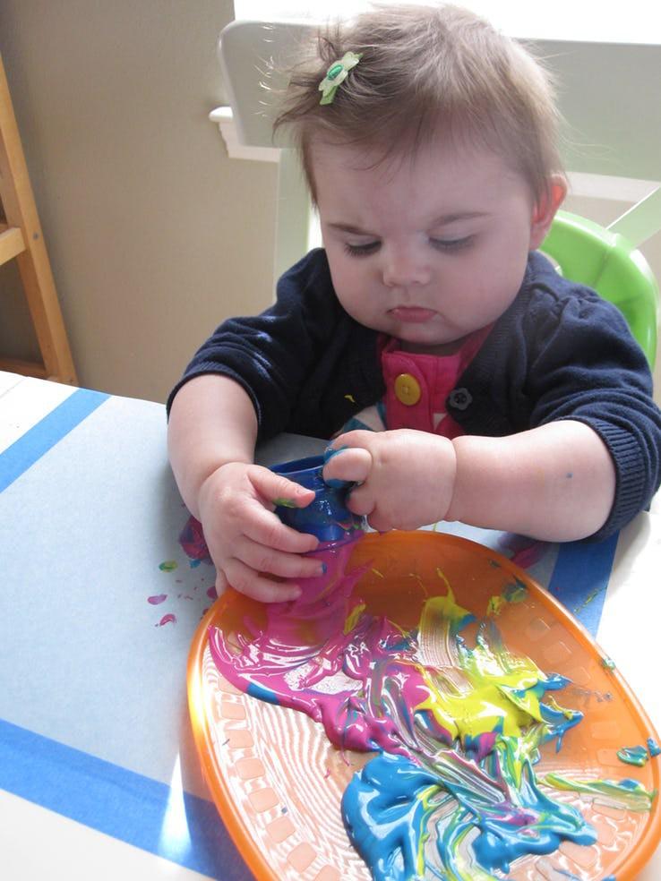 Cuối tuần mà không thể ra ngoài, vẫn còn hàng chục trò chơi trong nhà thú vị khiến bé bận rộn không phút chán - Ảnh 4.