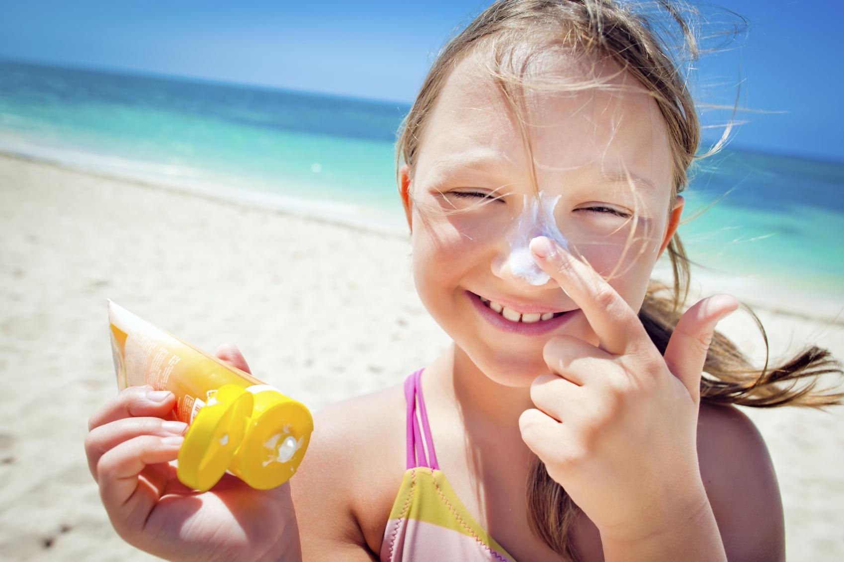 Nghiên cứu chỉ ra rằng: Thoa kem chống nắng từ khi còn nhỏ giúp giảm đến 40% nguy cơ mắc bệnh này về da  - Ảnh 5.