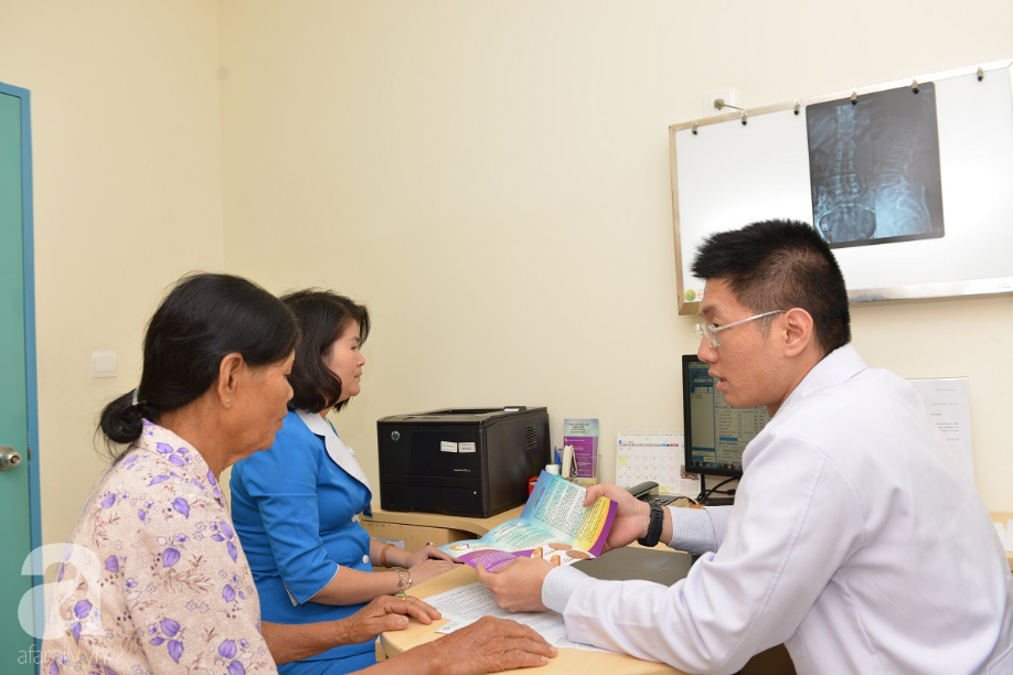 Nữ bệnh nhân nằm liệt giường, nhiễm trùng máu toàn thân vì tùy tiện làm việc này chữa đau khớp - Ảnh 1.