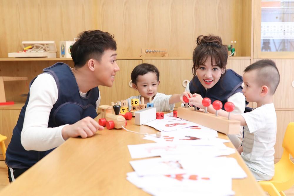 Trấn Thành - Hari Won gây cười không ngớt khi dạy trẻ con nói nhiều - nói ít  - Ảnh 2.