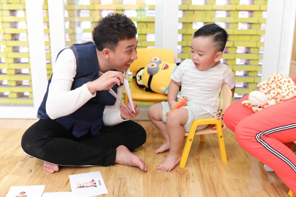 Trấn Thành - Hari Won gây cười không ngớt khi dạy trẻ con nói nhiều - nói ít  - Ảnh 3.
