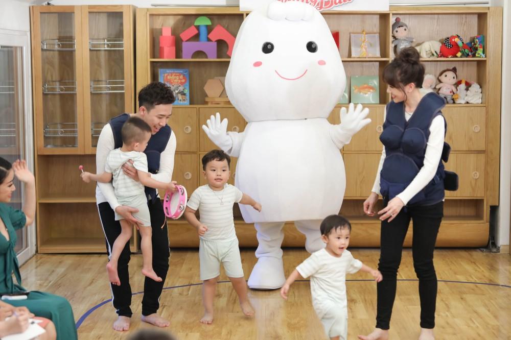 Trấn Thành - Hari Won gây cười không ngớt khi dạy trẻ con nói nhiều - nói ít  - Ảnh 10.