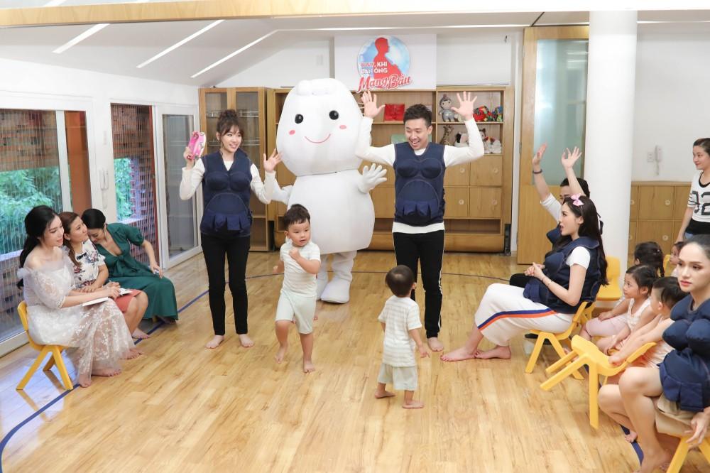 Trấn Thành - Hari Won gây cười không ngớt khi dạy trẻ con nói nhiều - nói ít  - Ảnh 9.