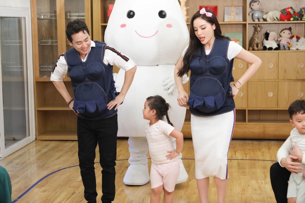 Trấn Thành - Hari Won gây cười không ngớt khi dạy trẻ con nói nhiều - nói ít  - Ảnh 11.