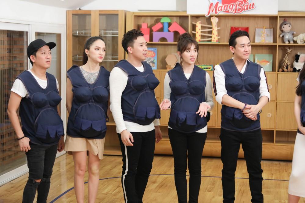 Trấn Thành - Hari Won gây cười không ngớt khi dạy trẻ con nói nhiều - nói ít  - Ảnh 1.