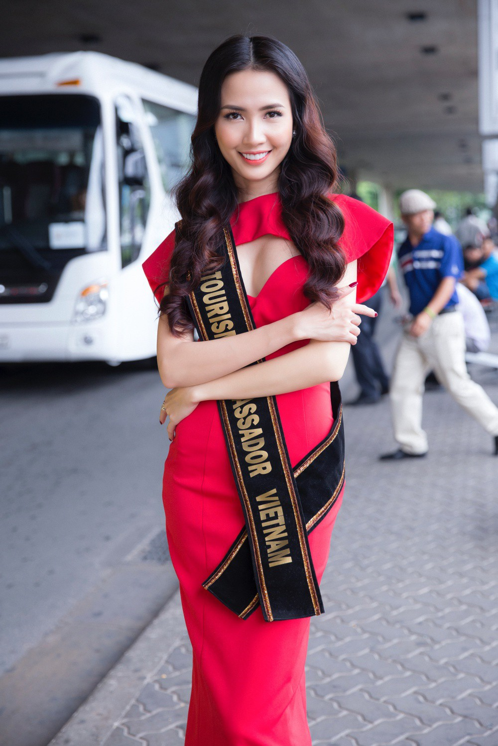 Phan Thị Mơ xinh đẹp ra sân bay đón dàn thí sinh Hoa hậu đại sứ du lịch thế giới - Ảnh 6.
