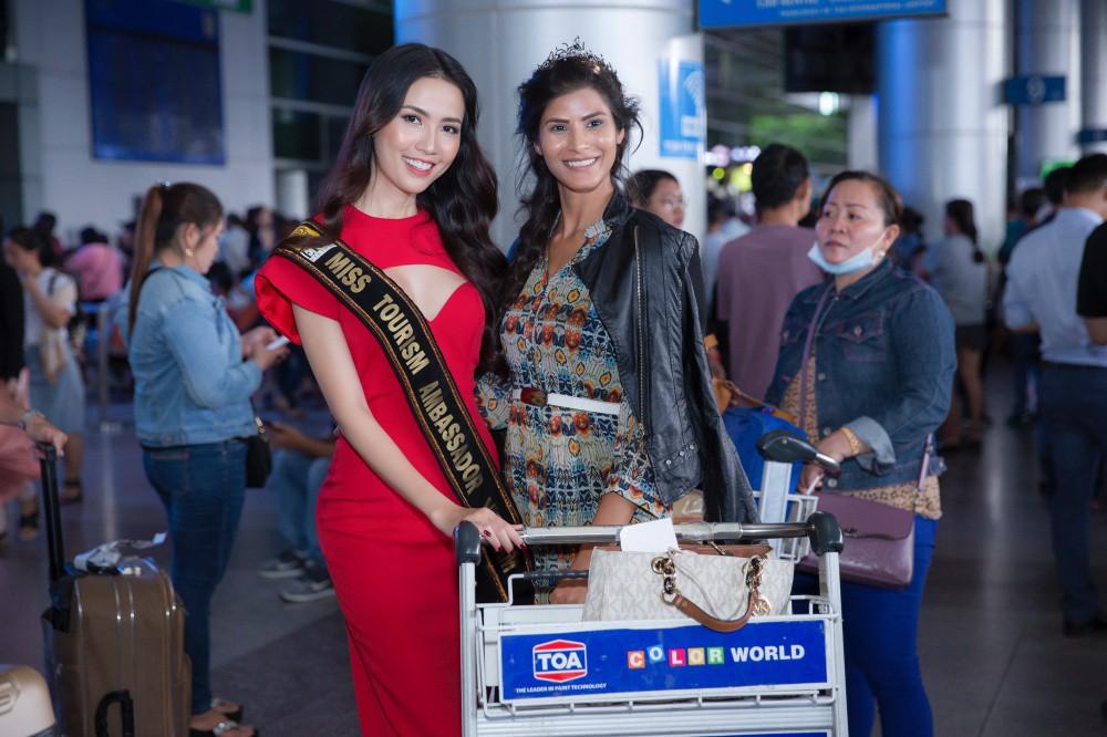 Phan Thị Mơ xinh đẹp ra sân bay đón dàn thí sinh Hoa hậu đại sứ du lịch thế giới - Ảnh 7.