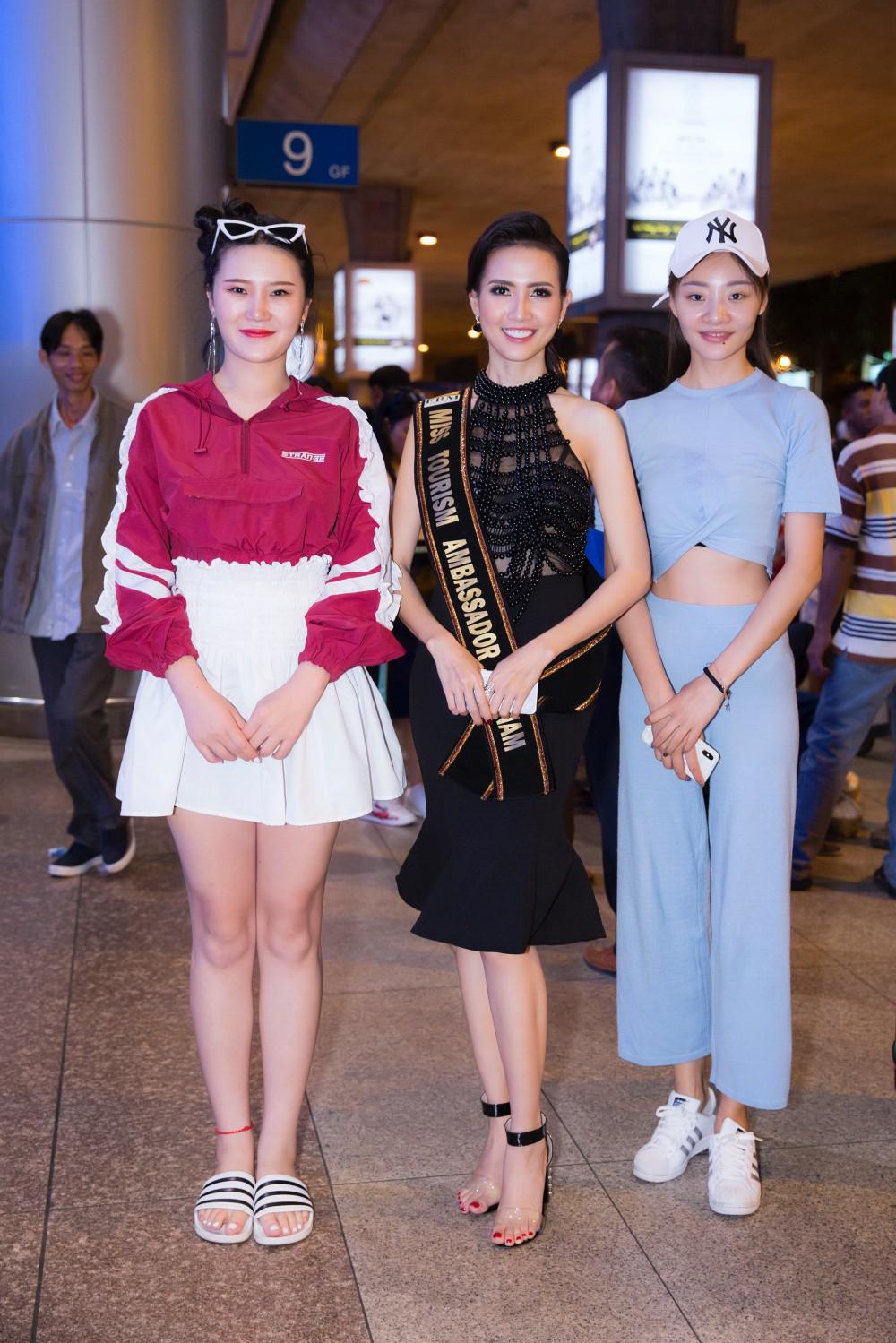 Phan Thị Mơ xinh đẹp ra sân bay đón dàn thí sinh Hoa hậu đại sứ du lịch thế giới - Ảnh 2.