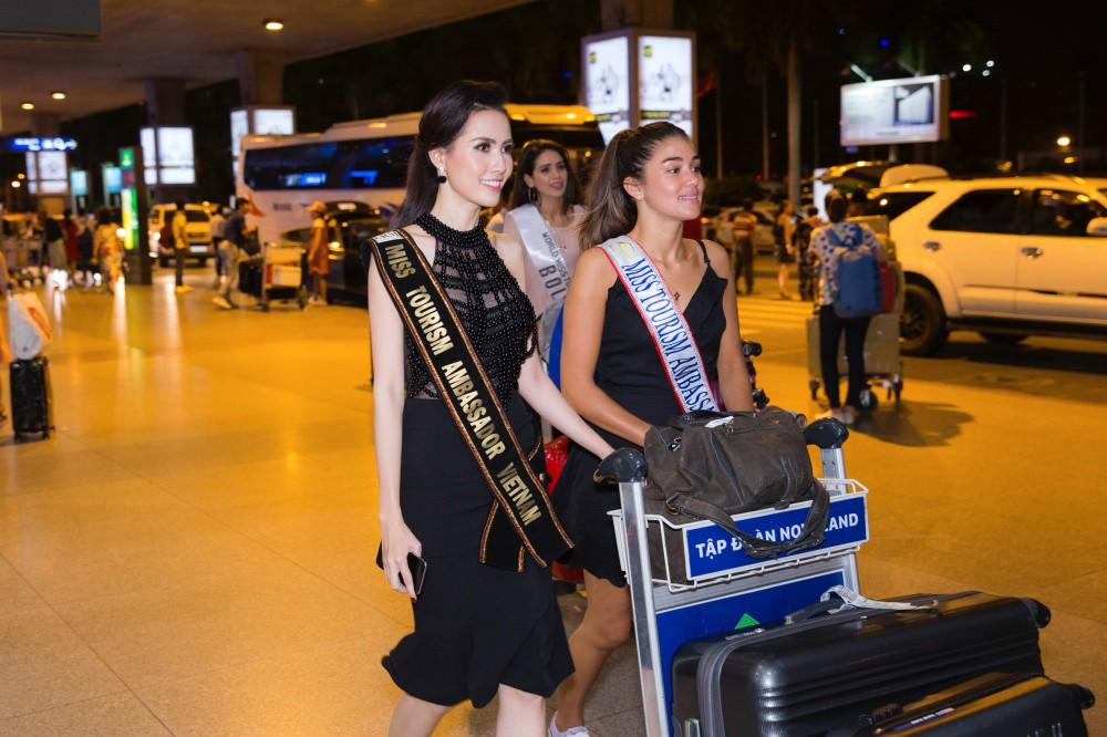 Phan Thị Mơ xinh đẹp ra sân bay đón dàn thí sinh Hoa hậu đại sứ du lịch thế giới - Ảnh 4.