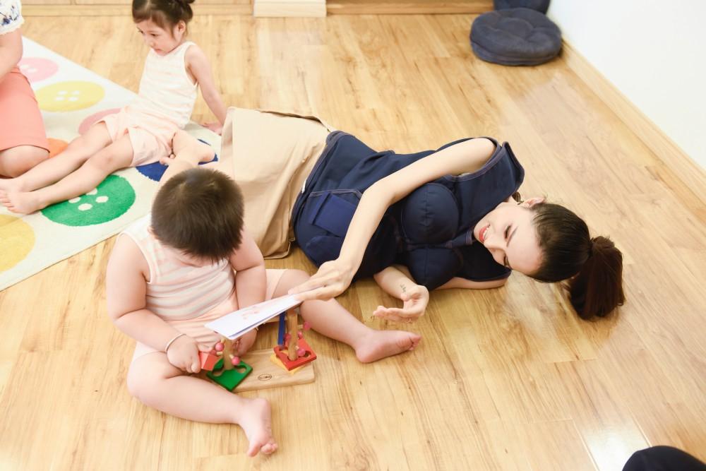 Trấn Thành - Hari Won gây cười không ngớt khi dạy trẻ con nói nhiều - nói ít  - Ảnh 5.