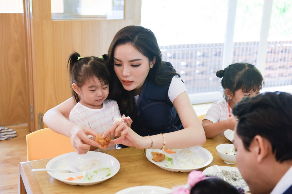 Trấn Thành - Hari Won gây cười không ngớt khi dạy trẻ con nói nhiều - nói ít  - Ảnh 6.