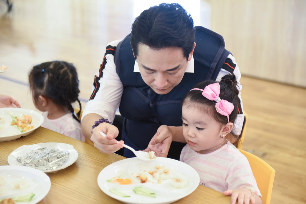 Trấn Thành - Hari Won gây cười không ngớt khi dạy trẻ con nói nhiều - nói ít  - Ảnh 7.