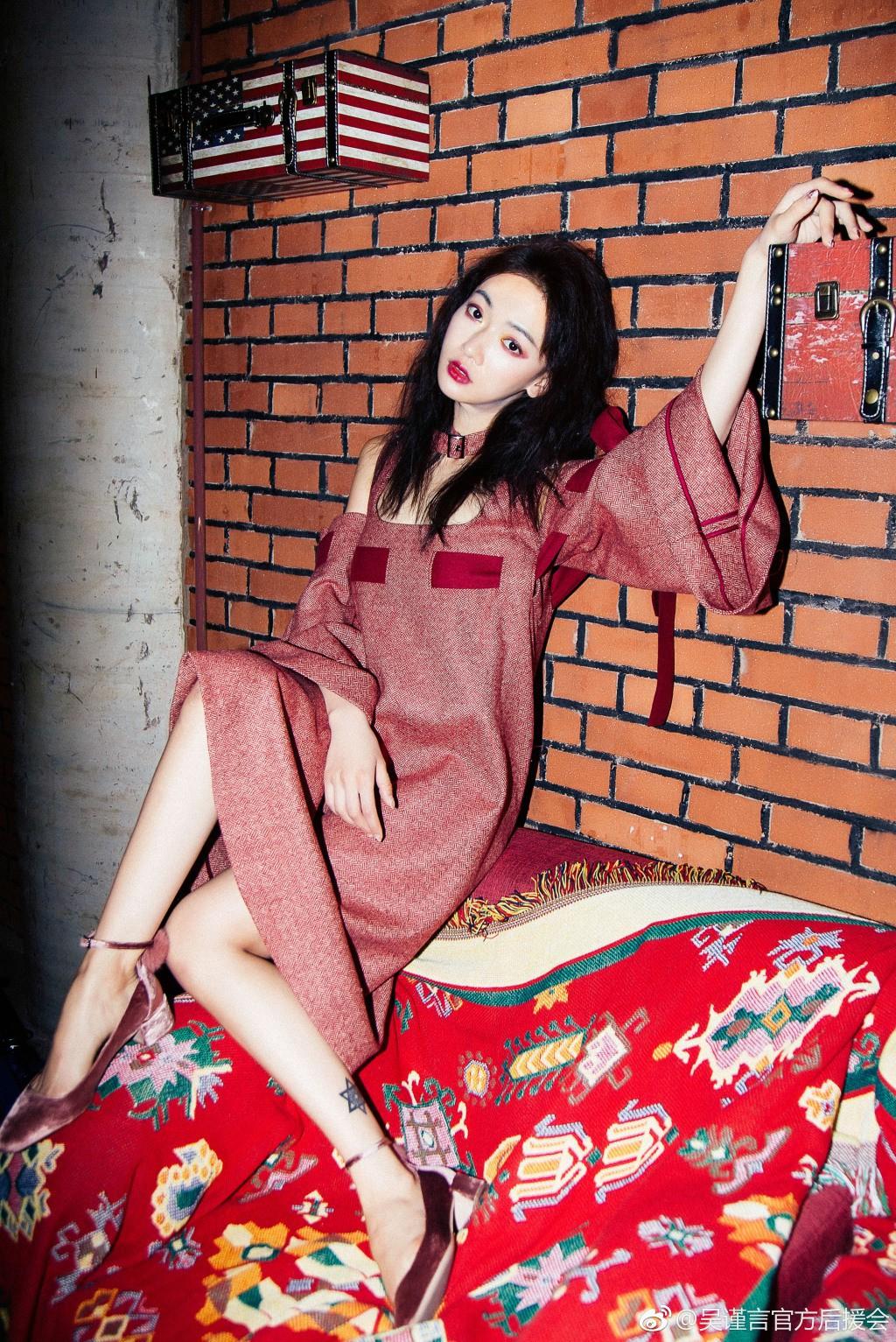 Cận cảnh nhan sắc đẹp - độc - lạ của Ngụy Anh Lạc Ngô Cẩn Ngôn trong drama hot 100 độ Diên Hi Công Lược - Ảnh 15.