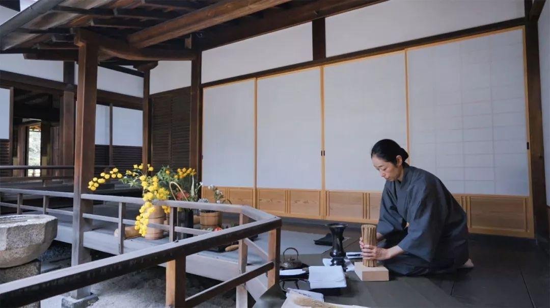 Sau 10 năm ẩn dật, người phụ nữ Nhật Bản trở thành kho báu quốc gia khi được mọi người mệnh danh là bậc thầy cắm hoa - Ảnh 18.