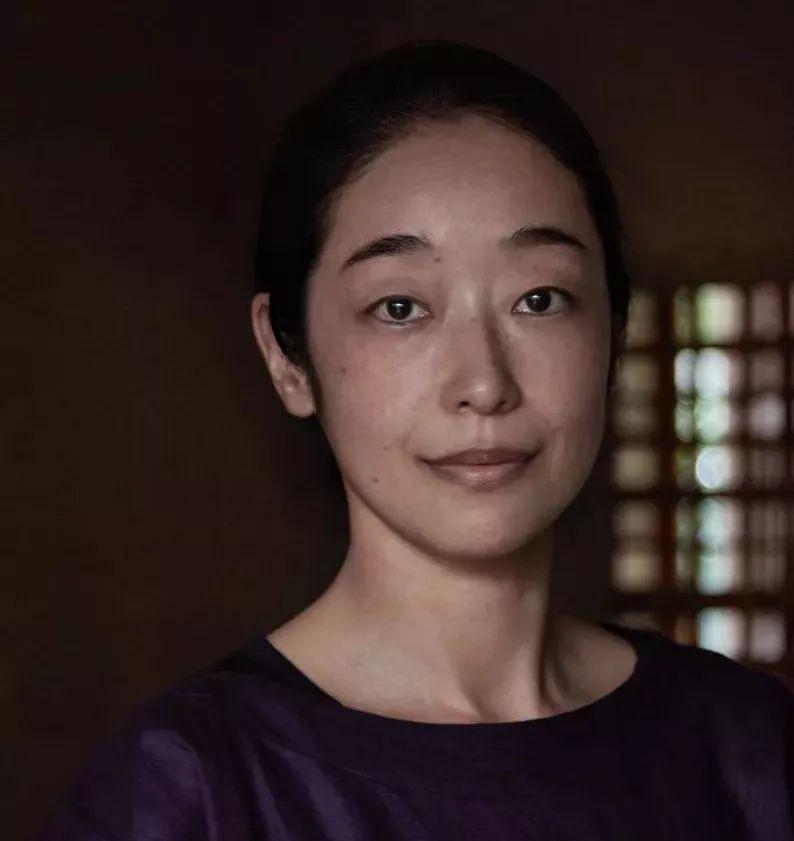 Sau 10 năm ẩn dật, người phụ nữ Nhật Bản trở thành kho báu quốc gia khi được mọi người mệnh danh là bậc thầy cắm hoa - Ảnh 6.