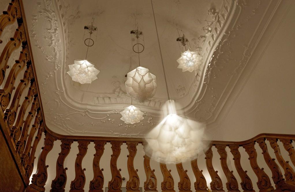 Đèn chùm đa năng giúp căn phòng nở hoa, khiến khách đến nhà trầm trồ không ngớt - Ảnh 2.