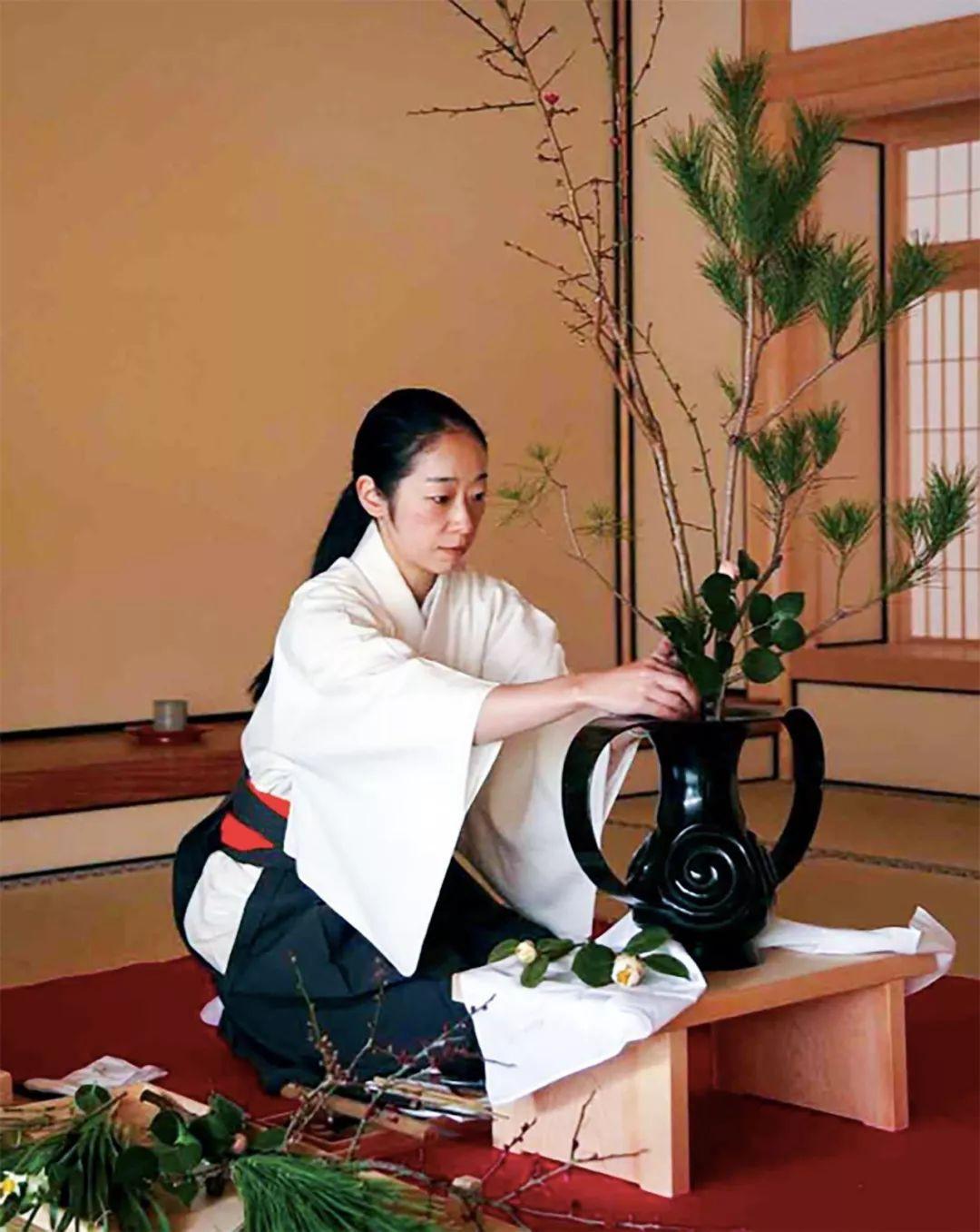 Sau 10 năm ẩn dật, người phụ nữ Nhật Bản trở thành kho báu quốc gia khi được mọi người mệnh danh là bậc thầy cắm hoa - Ảnh 4.