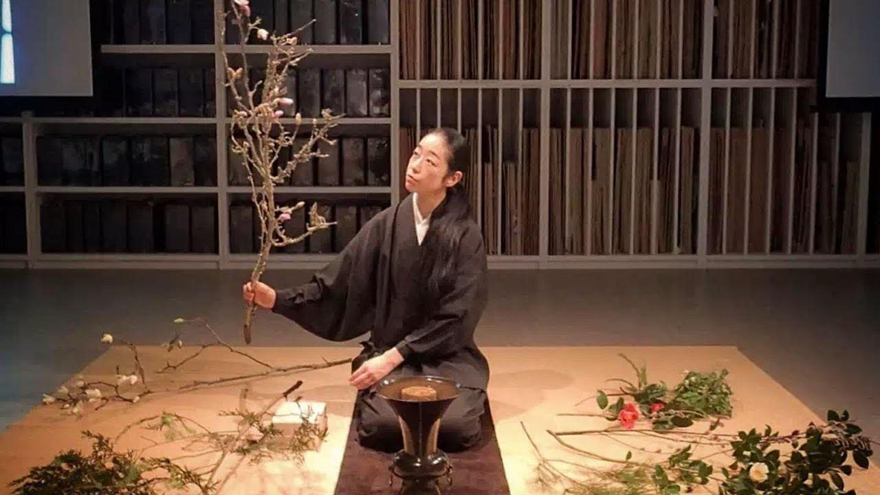 Sau 10 năm ẩn dật, người phụ nữ Nhật Bản trở thành kho báu quốc gia khi được mọi người mệnh danh là bậc thầy cắm hoa - Ảnh 1.