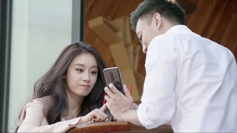Soobin Hoàng Sơn tình tứ với mỹ nhân xứ Hàn Ji Yeon khiến fan ghen tị - Ảnh 2.