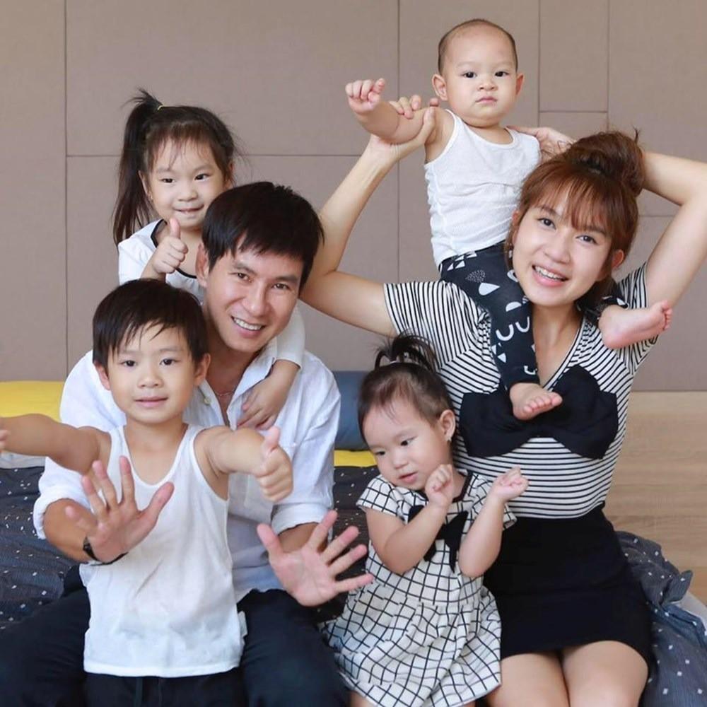 Các bà mẹ sao Việt dù bận rộn cách mấy vẫn trữ cả tủ lạnh sữa mẹ hoành tráng cho con khiến chị em ngưỡng mộ - Ảnh 4.