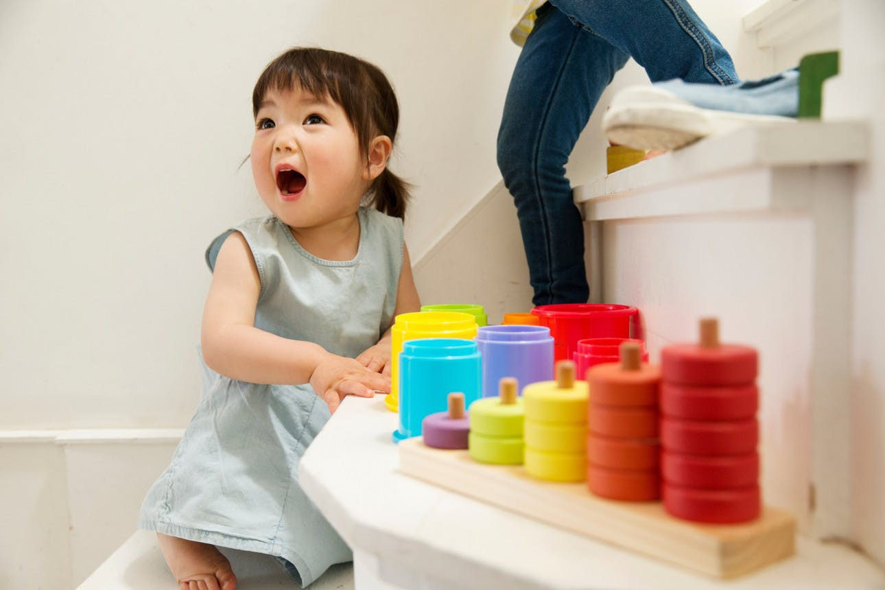 Con bạn có phải trẻ chậm nói hay không, kiểm chứng qua các cột mốc phát triển ngôn ngữ này là biết - Ảnh 1.