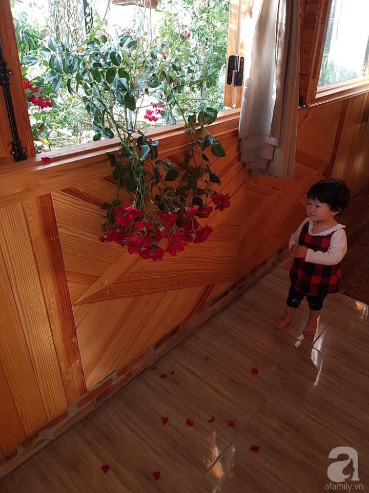 Người bố trồng cả vườn hồng đẹp như mơ để dành tặng con gái yêu ở Đà Lạt - Ảnh 19.