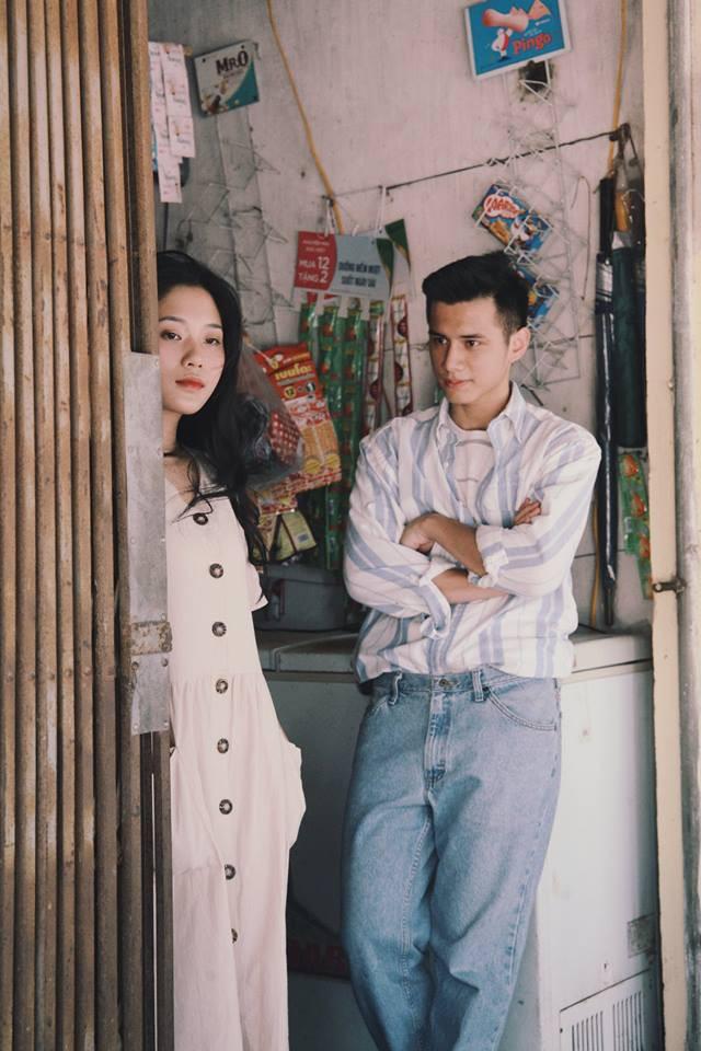 Bất chấp nhiệt độ trên 40 độ C, bộ ảnh style thập niên 90... với váy áo, điểm trang giản đơn vẫn đẹp muốn xỉu vì quá đỗi dịu dàng - Ảnh 3.