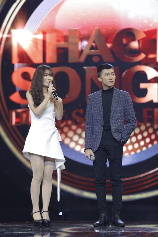 """Gà cưng Đông Nhi Han Sara hát live siêu đỉnh nhưng vẫn thua chủ nhân hit """"Ông bà anh"""" - Ảnh 3."""