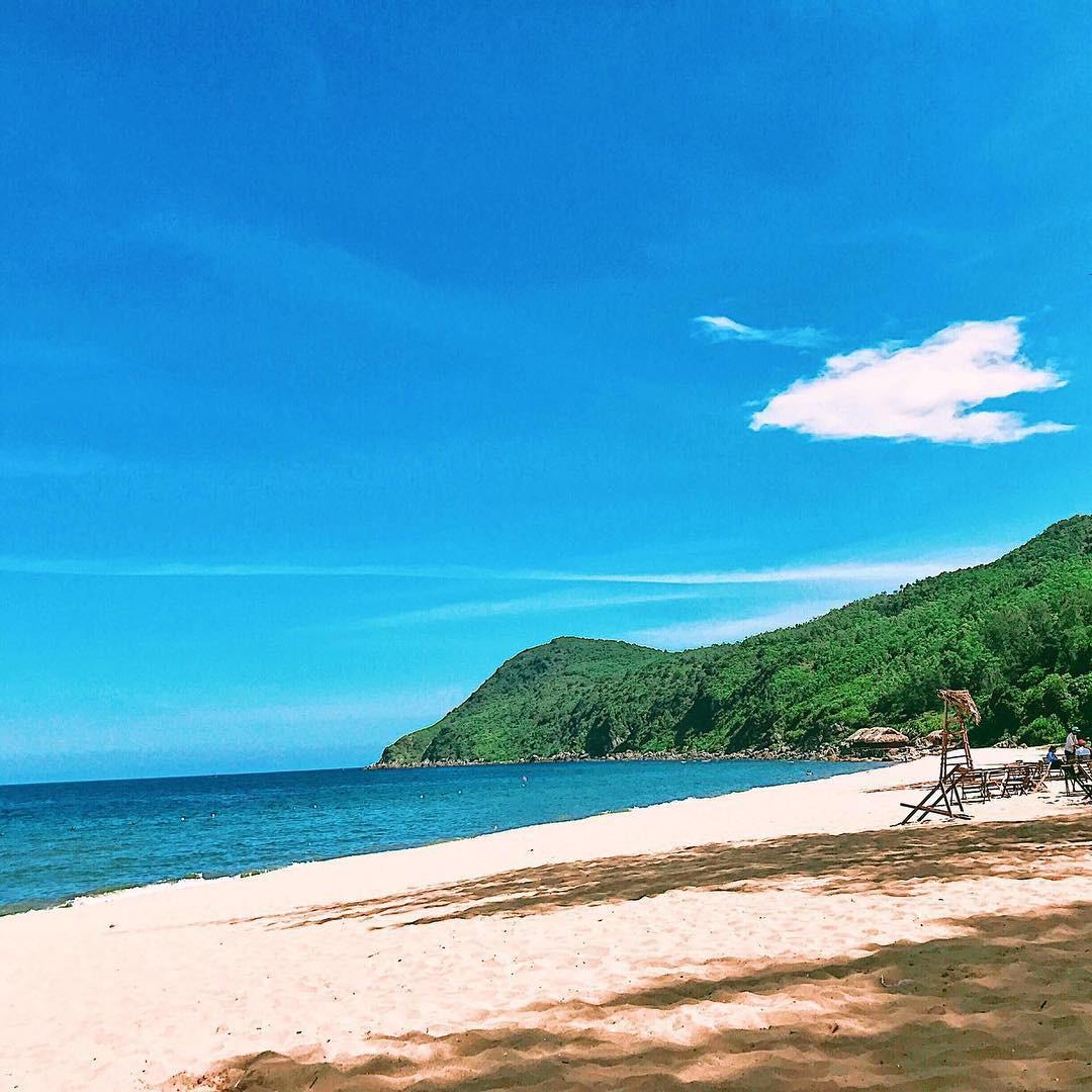 Không phải Sầm Sơn, Bãi Đông mới là bãi biển hot nhất Thanh Hóa, bạn nên đi ngay trước khi hết hè - Ảnh 1.