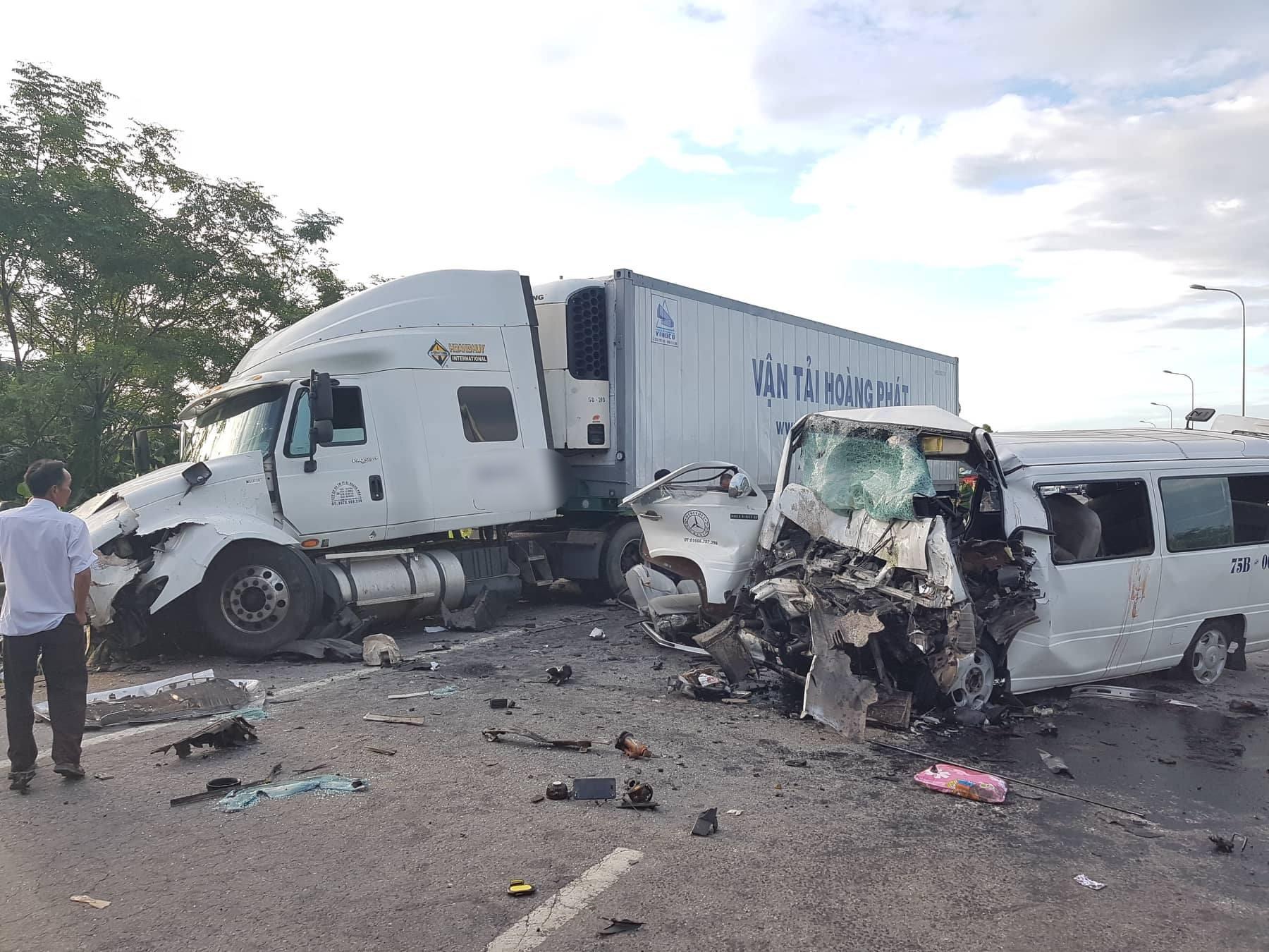 Ảnh: Hiện trường vụ xe rước dâu gặp tai nạn thảm khốc khiến chú rể và 12 người tử vong - Ảnh 1.