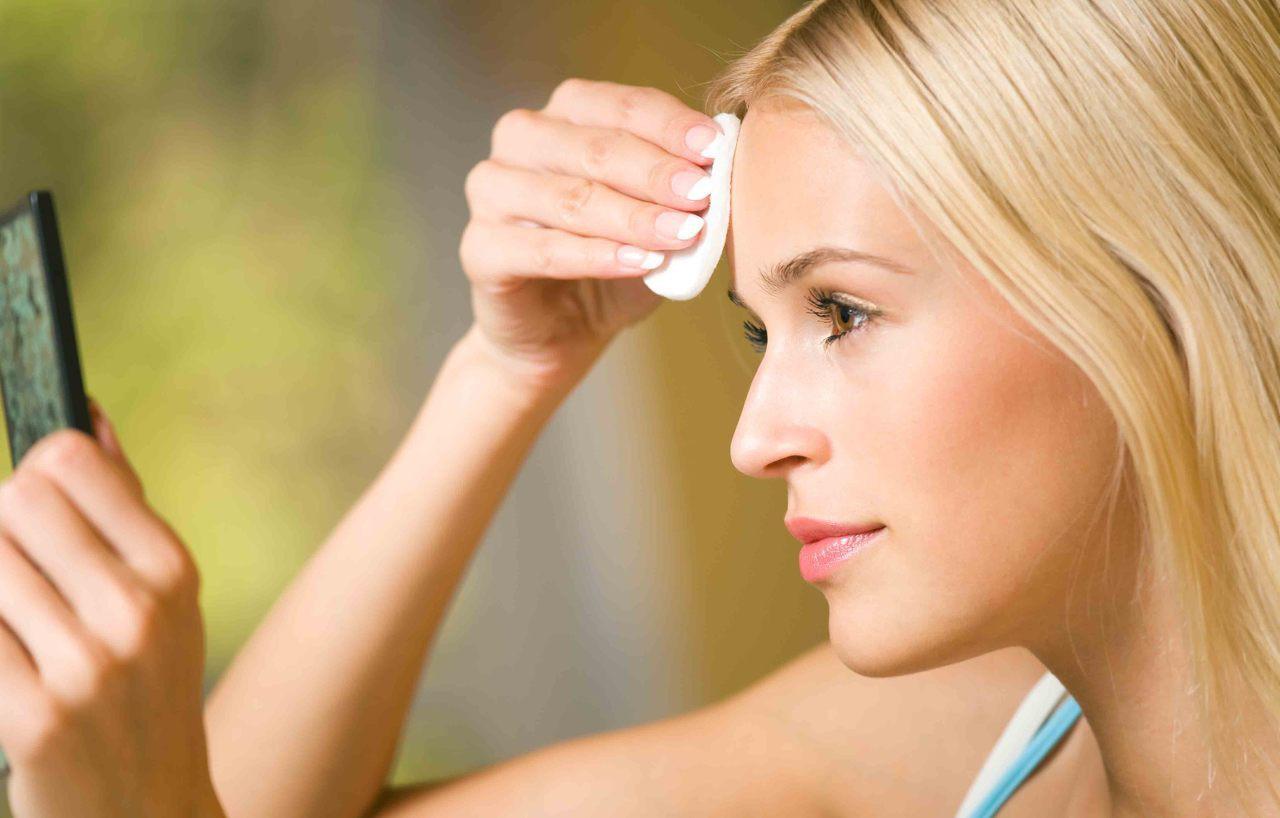 Chuyên gia da liễu khuyên bạn nên làm 5 điều này hàng ngày để làn da luôn khỏe mạnh - Ảnh 1.