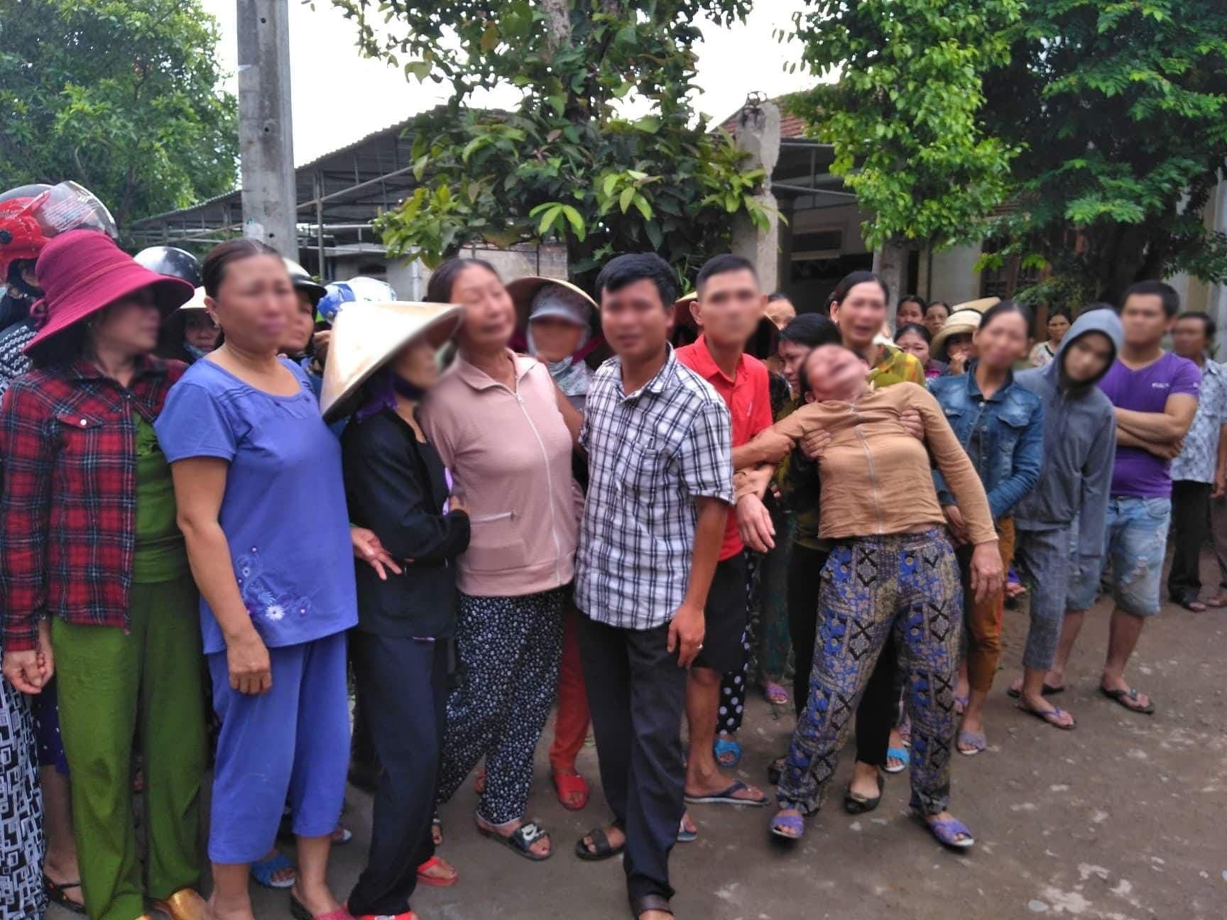 Người thân khóc ngất khi đón 13 xe cứu thương chở thi thể các nạn nhân vụ tai nạn xe rước dâu thảm khốc về quê nhà - Ảnh 2.