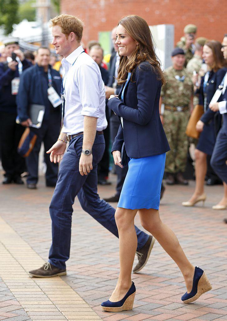 Chỉ cần Nữ hoàng Anh có mặt, công nương Kate Middleton sẽ không bao giờ đi kiểu giày này - Ảnh 3.