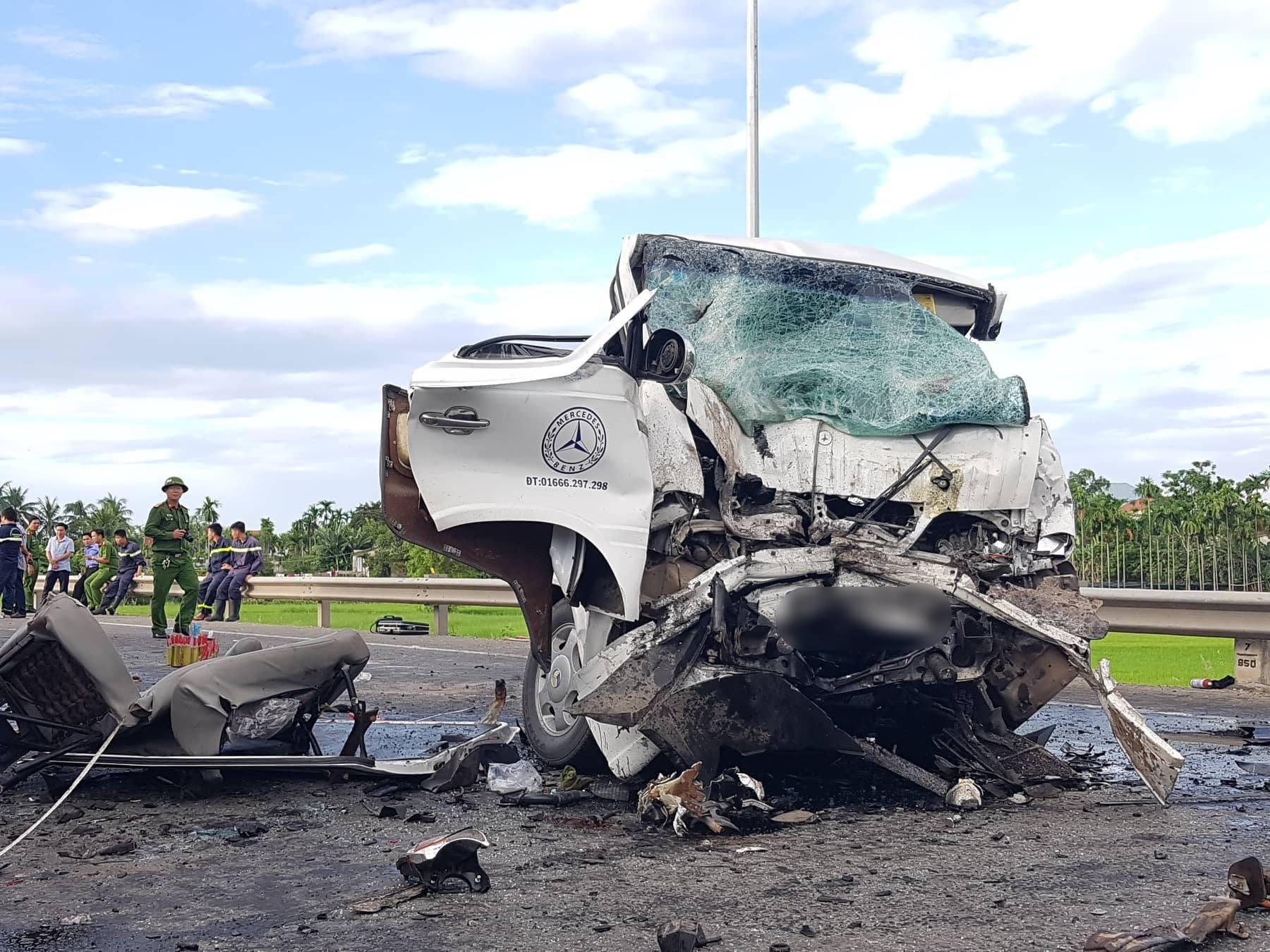 Ảnh: Hiện trường vụ xe rước dâu gặp tai nạn thảm khốc khiến chú rể và 12 người tử vong - Ảnh 4.