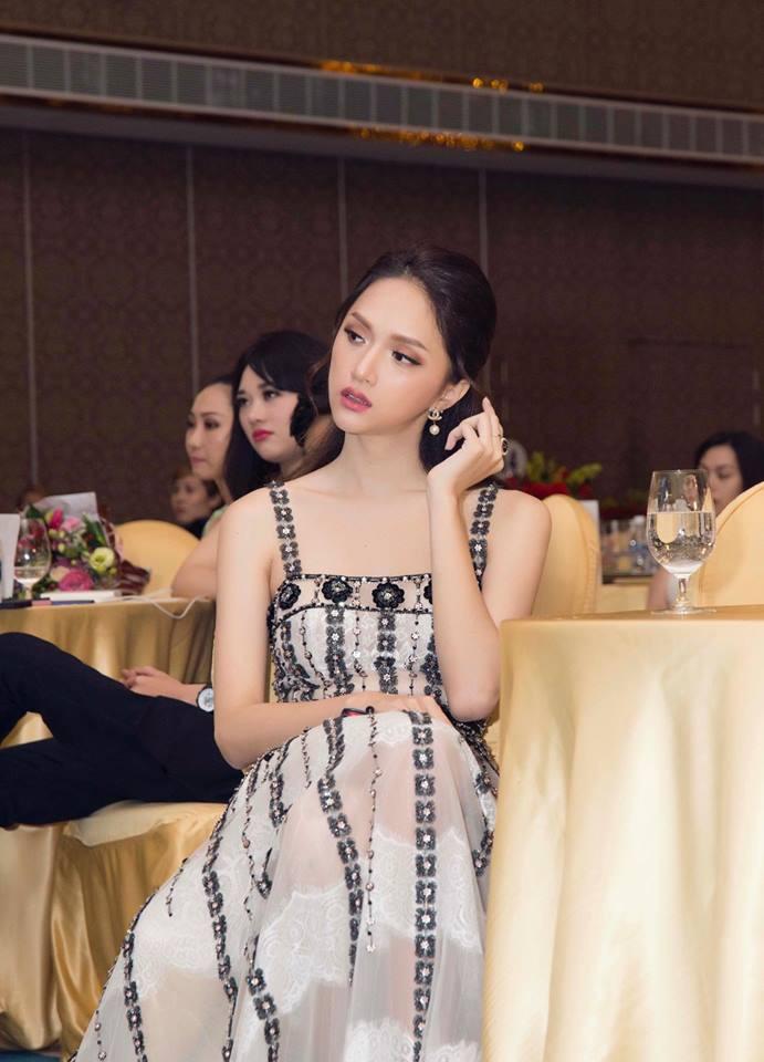 """Diện váy """"bản dupe"""" của Angela Baby, Hương Giang hài hước nhận mình đẹp mong manh chẳng kém đàn chị - Ảnh 4."""