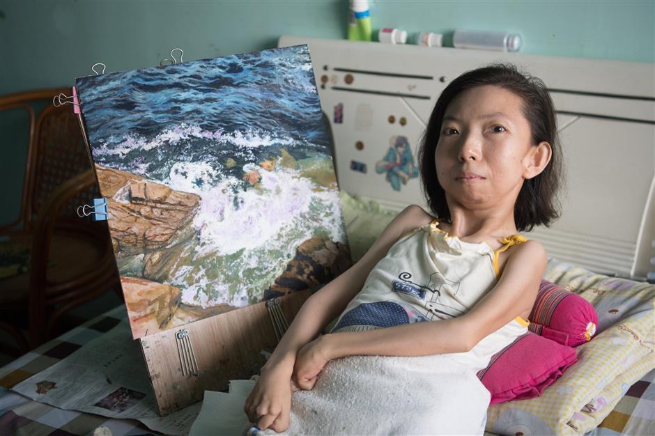 Trung Quốc: Người phụ nữ tật nguyền 30 năm kiếm sống bằng hội họa - Ảnh 3.
