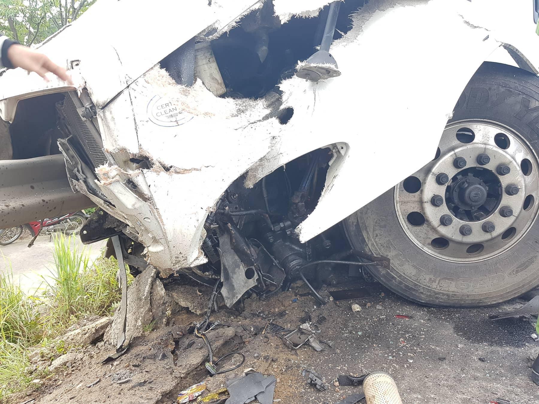Ảnh: Hiện trường vụ xe rước dâu gặp tai nạn thảm khốc khiến chú rể và 12 người tử vong - Ảnh 6.