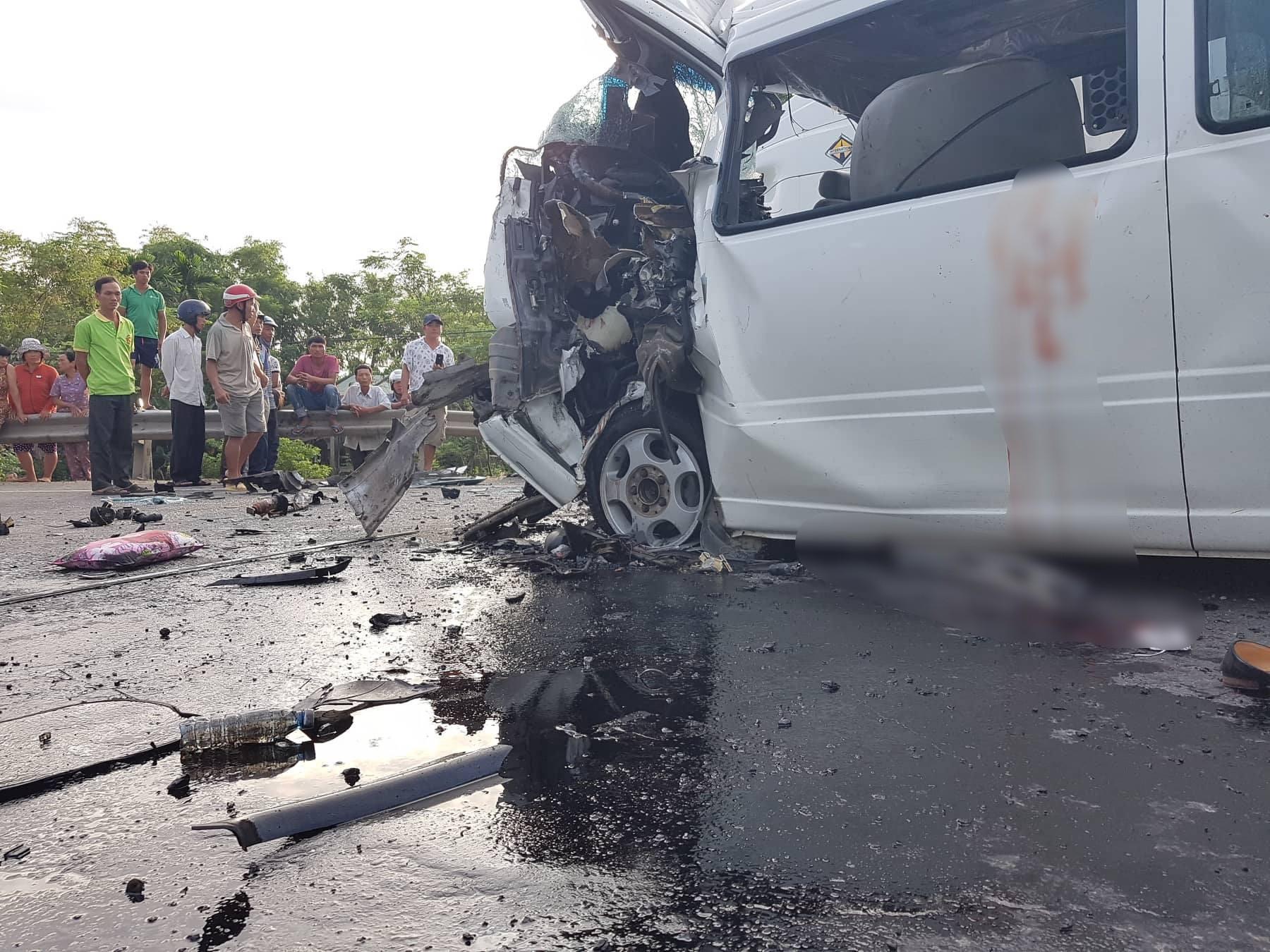 Ảnh: Hiện trường vụ xe rước dâu gặp tai nạn thảm khốc khiến chú rể và 12 người tử vong - Ảnh 8.