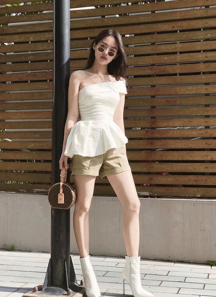 Nhìn xa tưởng bình thường, nhưng nhìn gần mới thấy được độ táo bạo của chiếc quần mà Angela Phương Trinh mặc  - Ảnh 16.