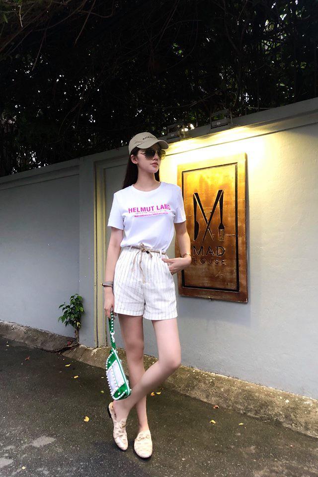 Nhìn xa tưởng bình thường, nhưng nhìn gần mới thấy được độ táo bạo của chiếc quần mà Angela Phương Trinh mặc  - Ảnh 23.