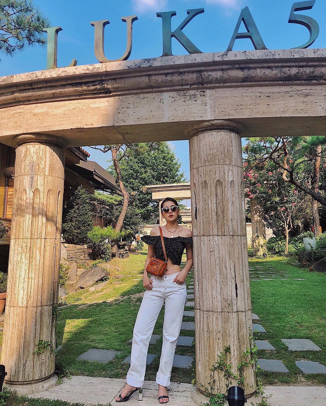 Nhìn xa tưởng bình thường, nhưng nhìn gần mới thấy được độ táo bạo của chiếc quần mà Angela Phương Trinh mặc  - Ảnh 27.