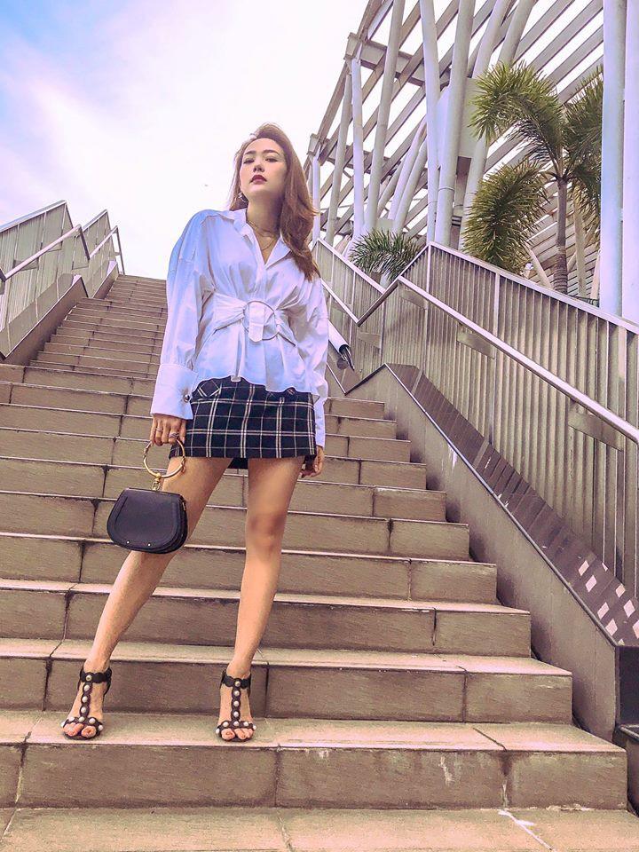 Nhìn xa tưởng bình thường, nhưng nhìn gần mới thấy được độ táo bạo của chiếc quần mà Angela Phương Trinh mặc  - Ảnh 24.