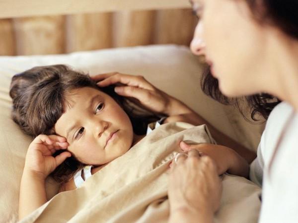 Vợ bủn rủn chân tay khi nghe con nhỏ mách: Mẹ ơi, bố với bác giúp việc tắm chung... - Ảnh 1.