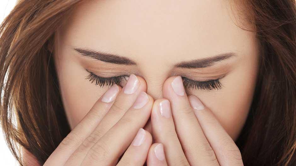 Tới gặp bác sĩ ngay nếu bạn bị đau mắt kèm theo những triệu chứng này - Ảnh 4.