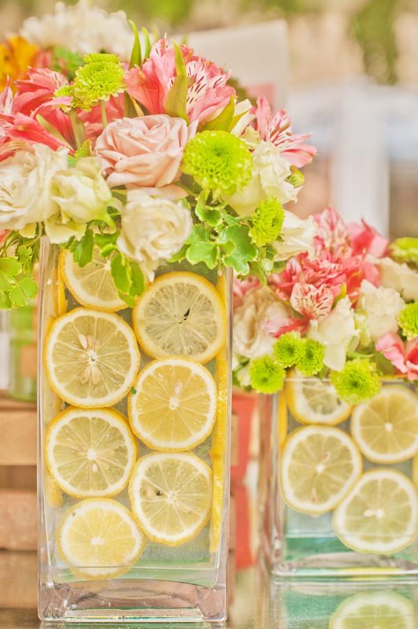 Những cách cắm hoa kèm quả cực ấn tượng để trang trí nhà vào những dịp đặc biệt - Ảnh 4.